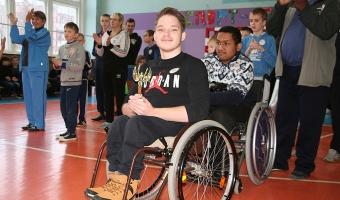 В субботу, 9 декабря, в средней школе №8 прошел спортивный праздник для детей с ограниченными возможностями и их родителей