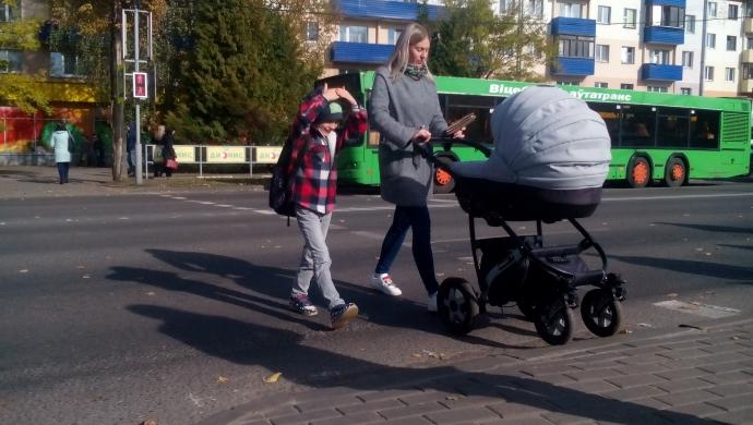 Доступный город. Как в Новополоцке решаются проблемы безбарьерной среды